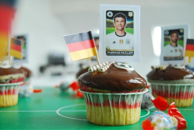 Hoy endulzamos el mes de la Eurocopa. Hoy transformamos a la Deutsche Mannschaft {selección de fútbol alemana} en Cupcakes.
