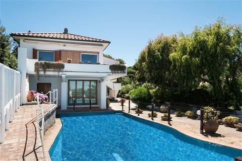 Meravigliosa villa fronte spiaggia con vista mare e piscina | Milan Sotheby