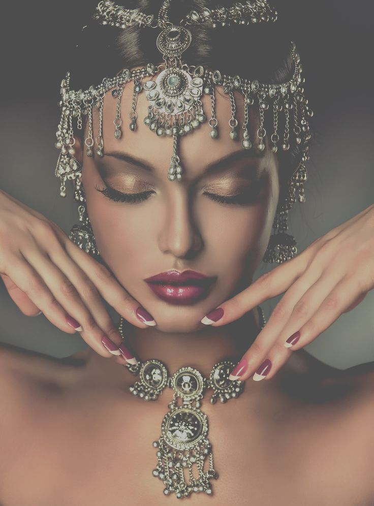 This look just captures your attention. The placement of the jewelry around the head really is beautiful. The Jewelry is an essence to all you clothes.