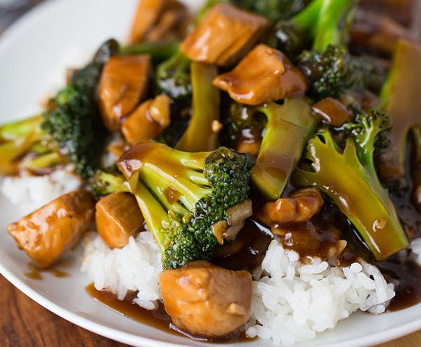 Easy 20-Minute Chicken and Broccoli #healthy #dinner #recipes http://greatist.com/eat/healthy-dinner-recipes-for-two