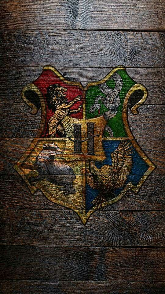 les 73 meilleures images du tableau harry potter ilvermorny wallpaper sur pinterest maison de. Black Bedroom Furniture Sets. Home Design Ideas