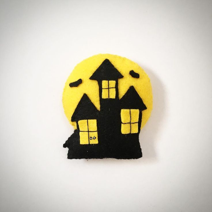 Haunted House Felt Plush @lemonyarncreations