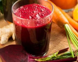 Jus de betterave, gingembre et carotte : http://www.fourchette-et-bikini.fr/recettes/recettes-minceur/jus-de-betterave-gingembre-et-carotte.html