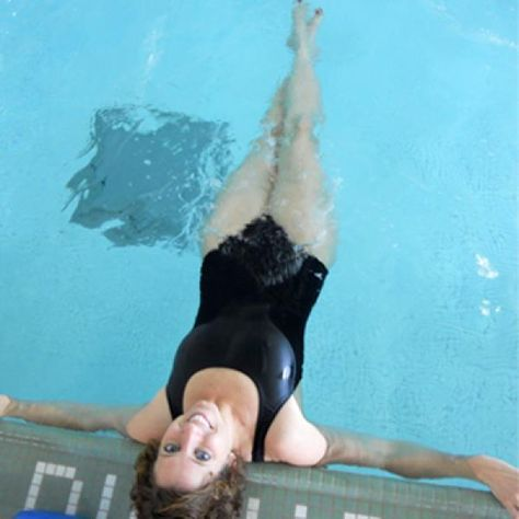 Laying back on the edge of the pool, open your legs like a V and then bring them quickly together with one ankle on top of the other. Open legs again and bring them together with the other ankle on top. Do small fast movements to work your quads and inner thighs. In addition to the leg work, your core will need to be engaged to keep you from floating or sinking. Tip: Pointing your toes will make you look like a synchronized swimmer but it will also help engage your butt and quads more.
