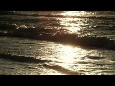 ▶ Joe Dassin - L'Été Indien - YouTube  Aujourd'hui le mari d'une patiente chantait cette chanson a sa femme atteinte de la maladie alzheimer <3