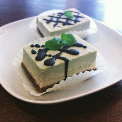 Matcha green tea & mint raw cake