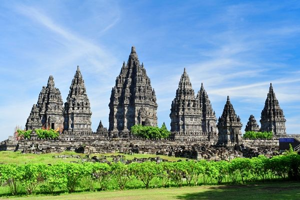 Sooo many friends and family have visited the Prambanan temple Java Indonesia & would love tlo experience this for myself.