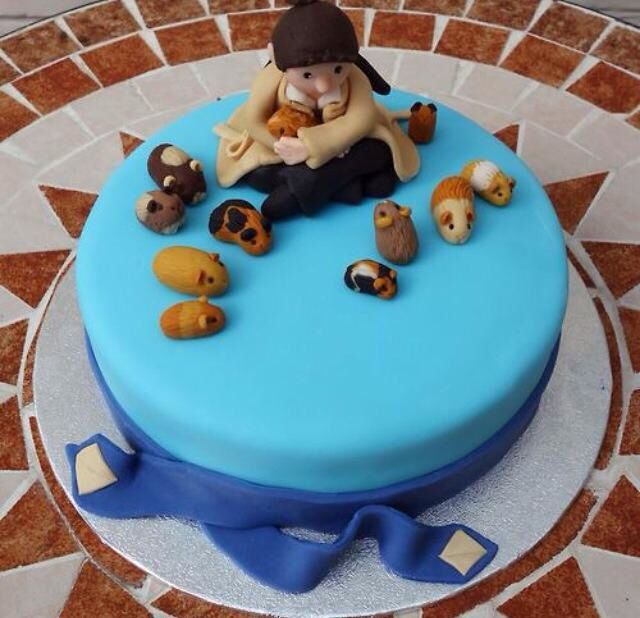 guinea pig cake- Totally getting this for my birthday- but I wouldn't want to eat the cute little piggy