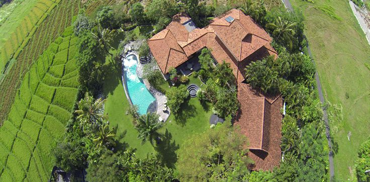 Approximately 5000 sqm of land, 23m free form swimming pool & spacious tropical garden.