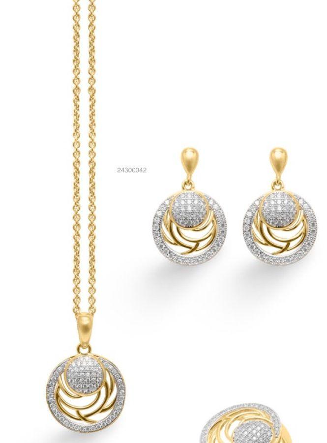 Cuando la elegancia y el diseño se hacen #joya, aparecen conjuntos como esté de #gargantilla y #pendientes en #plata bañados en #oro, espectacular