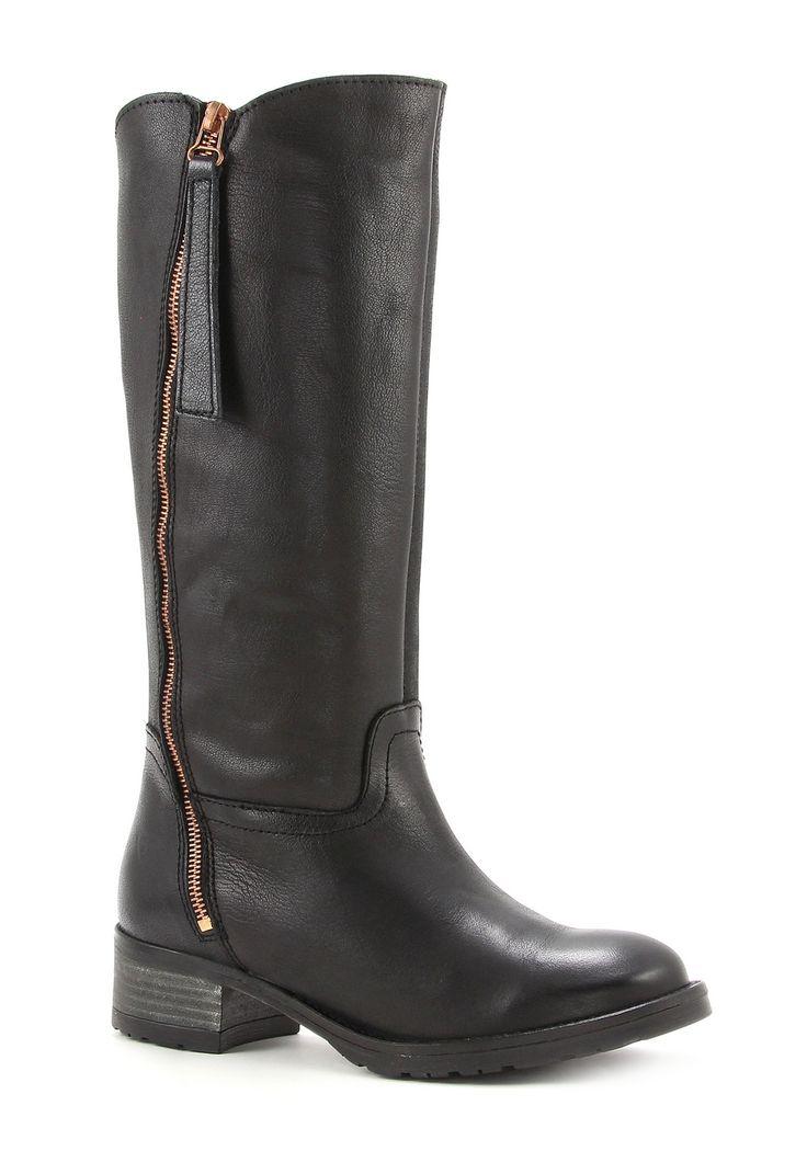 Bekend van tv: laarzen van Tamaris @ Sooco.nl #tv #television #televisie #tamaris #discount #sale #shoes #boots #laarzen #schoenen #rits #black #zwart