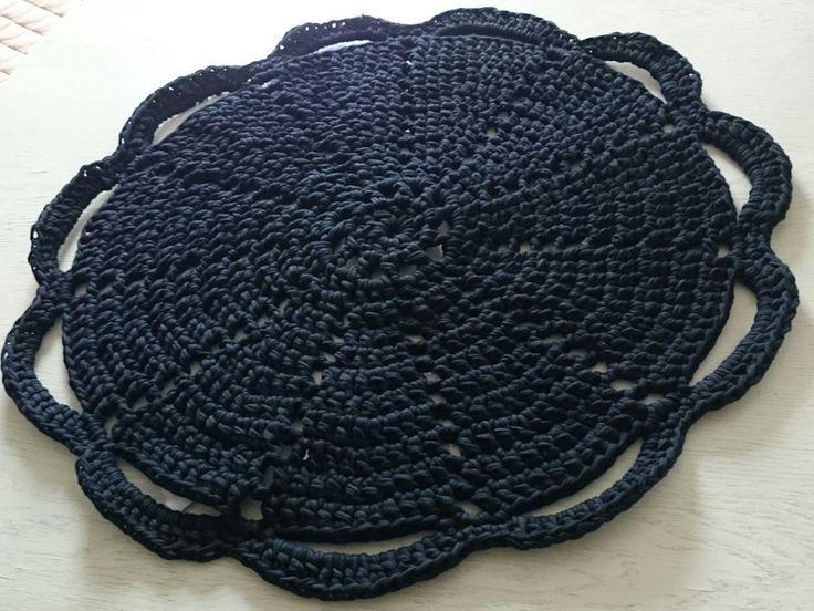 runder Häkel-Teppich aus Textilgarn von Den lille Kreativbutik auf DaWanda.com