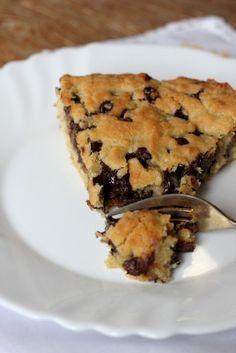 Imaginez un cookie géant regroupant toutes les délicieuses caractéristiques d'un bon cookie : une croute croustillante et un intérieur moelleux et peu cuit. J Ce cookie est exquis ! Il est exactement comme un petit cookie sauf qu'il est à la...