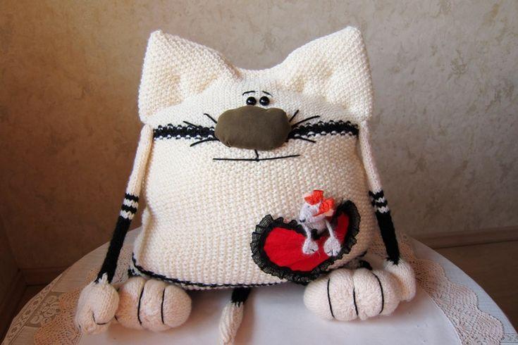 Идеи для вдохновения — вязаные подушки «Котики»