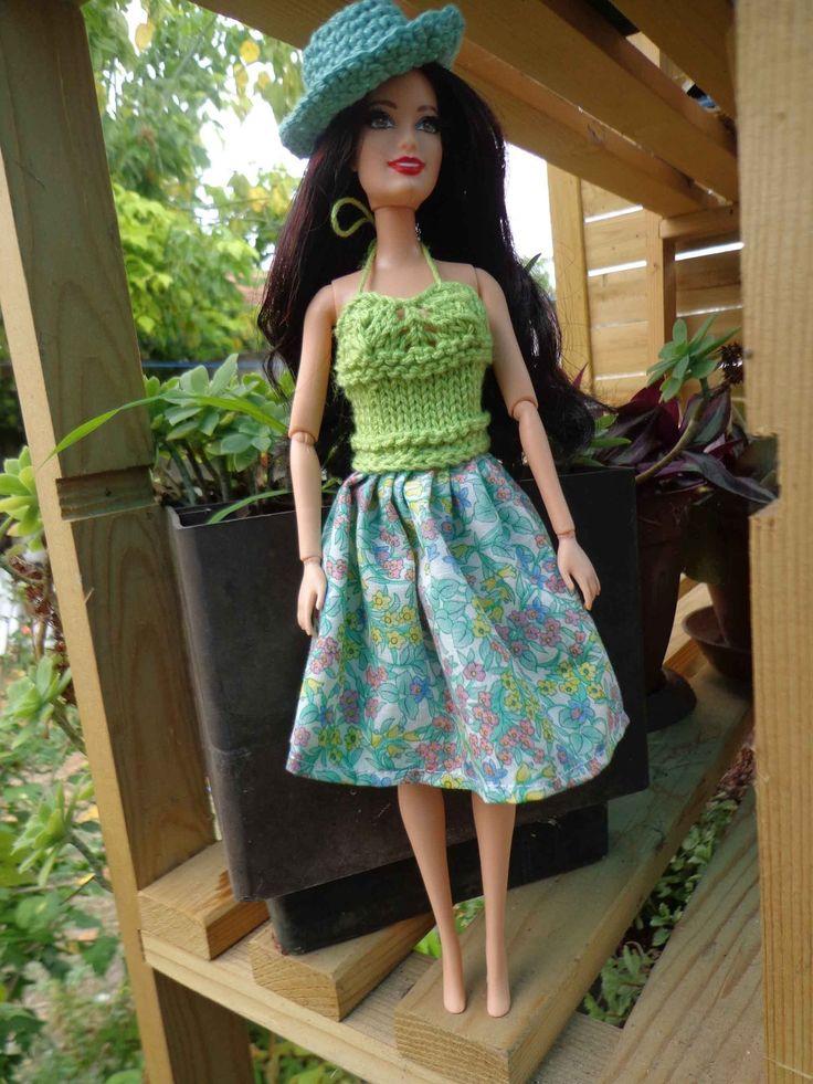 robe fleurie pour poup e barbie jeux jouets par. Black Bedroom Furniture Sets. Home Design Ideas