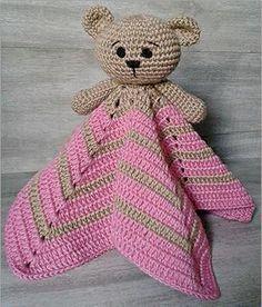 manta do apego em crochê de ursinho, nas cores rosa e marrom
