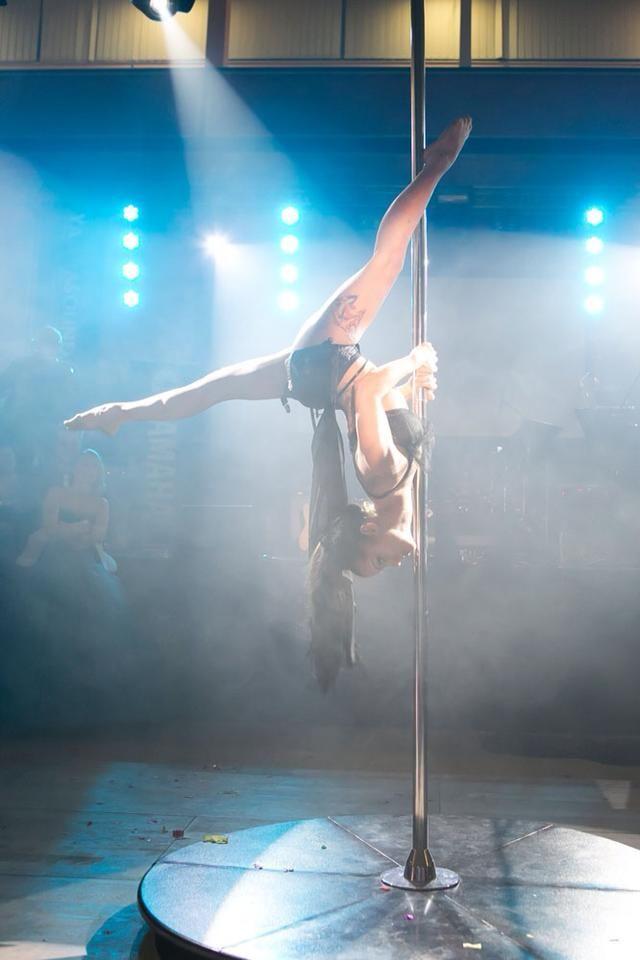 pole dancer Lucie Loo Šimková