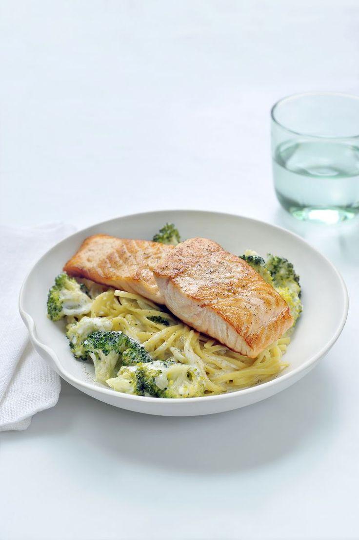 Pasta met gebakken zalm en broccoli  https://njam.tv/recepten/pasta-met-gebakken-zalm-en-broccoli