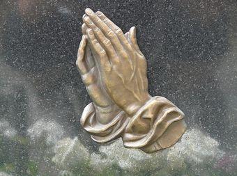 Por los poderes de san Cipriano Y de las tres almas que vigila san Cipriano ----- Vendrá ahora detrás de mí----------, Va a venir...