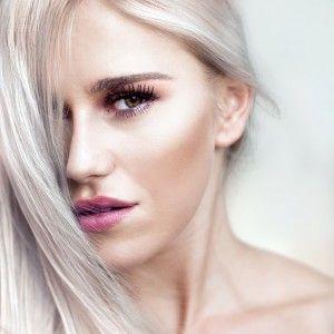Cremas antimanchas de Bella Aurora.  Bella Aurora es una casa de cosméticos centrada en la belleza, juventud y lozanía de las mujeres. Dispone de una línea de productos para el tratamiento de las manchas en la piel.