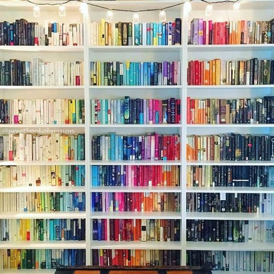Make the books in your home look like a piece of art with this cascading colors bookshelf decorating idea!