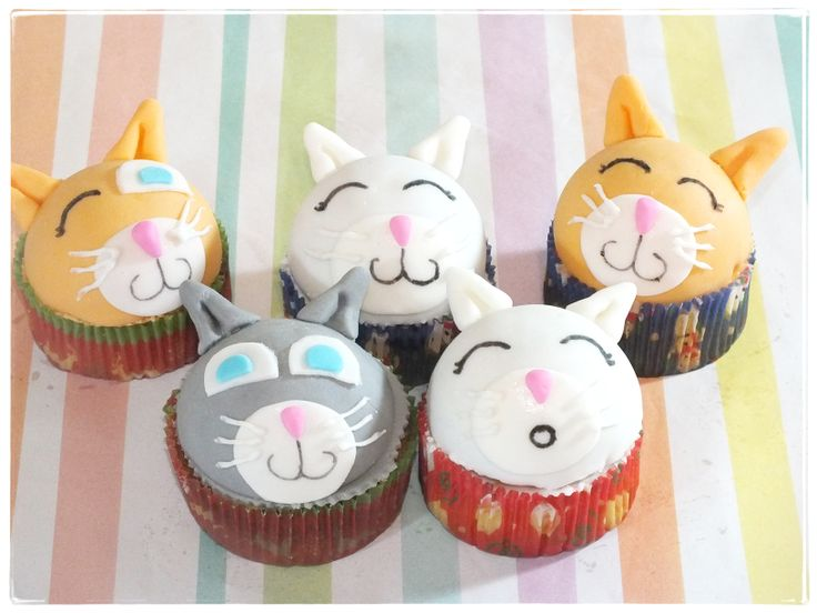 Kitty cupcakes - by kity cupcakes :P