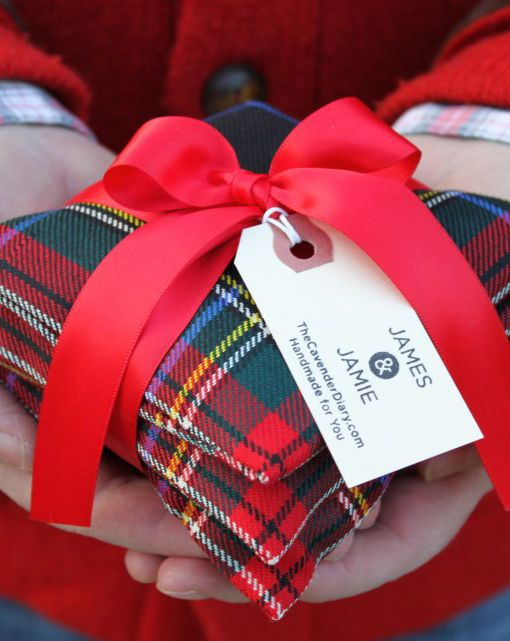 Black Stewart Tartan Sachets--easy gifts to make, and you can use your fav herbs or potpourri. You can vary the tartan, use your own clan tartan or use plaid AND tartan.