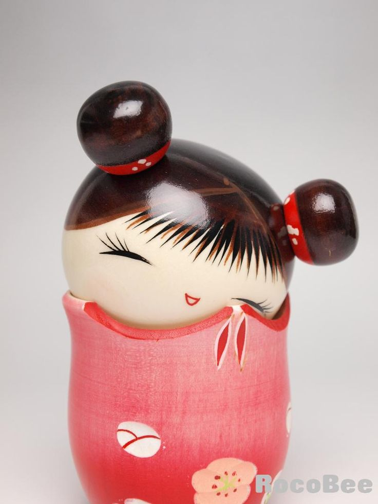 Modern kokeshi, especially the creative kokeshi, allow the artist to freely design the shape & color, and were developed after World War II.
