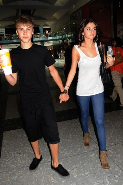 Old pic of Justin and Selena on a date