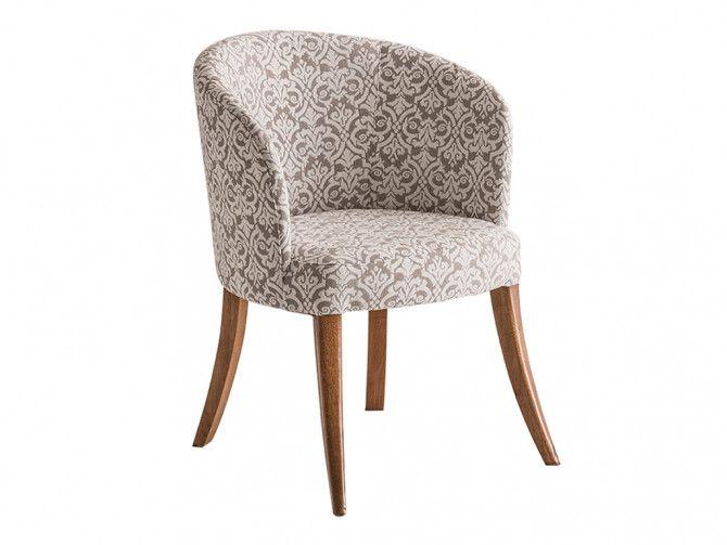 Poltrona que combina com a sala de jantar, a tendência agora são as cadeiras mais estofadas e confortáveis como poltronas mesmo. Deixam a sala mais aconchegante e romântica.
