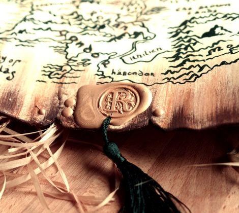 """Часы из серии """"Свитки""""  Для поклонников творчества Толкина - часы в виде карты Средиземья. Благодаря своей форме, часы великолепно смотрятся на стене. Сами по себе являются прекрасным арт объектом, дополняют интерьер и дарят вкус дальних странствий... ВНИМАНИЕ! Карта изображена условно, для путешествий по Средиземью советую приобрести профессиональное издание :)"""