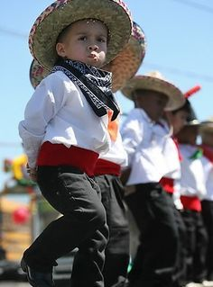 Ninos! - Mexican children wearing traditional clothing - for more of Mexico visit www.mainlymexican