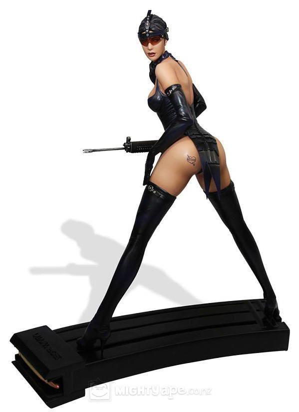 fantasy figure gallery hajime sorayama 1 4 scale resin statue hot box fantasy figures. Black Bedroom Furniture Sets. Home Design Ideas