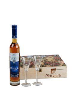 Coffret Domaine Pinnacle : deux flûtes avec une bouteille de cidre de glace 2008 #Cidre de glace, 375 ml Code SAQ :  10990423 #originequebec #vinqc