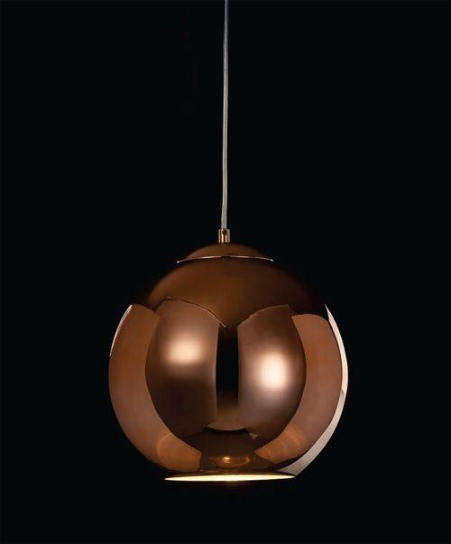 Deixe o seu ambiente mais sofisticado com essa luminária da Mantra, feita de Metal e vidro acobreado, na medida de 25 cm de diâmetro x 120 cm de altura (com cabo).