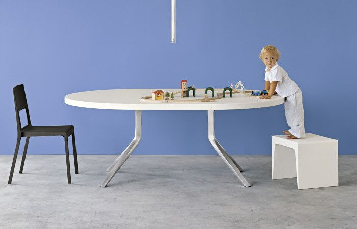 Oops KRISTALIA Extendable round table Medidas:  1,25 a 1,80 mts. 1,40 a 2,00 mts.