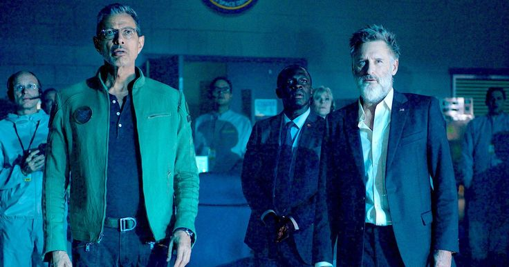 Independence Day 2 Was Almost a Very Different Movie -- Director Roland Emmerich explains that his original vision for Independence Day 2 would have put a major spin on the alien invasion story. -- http://movieweb.com/independence-day-2-resurgence-different-story-peaceful-aliens/