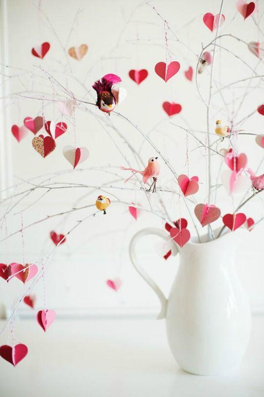 Manualidades San Valentín con una rama : Sencillas y originales, las manualidades que os traigo hoy tienen dos aspectos en común, comparten la temática de San Valentín y están realizadas a partir