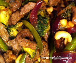 Sweet Chillie Beef & Cashew Stir-Fry: 430 Kcals Per Serving