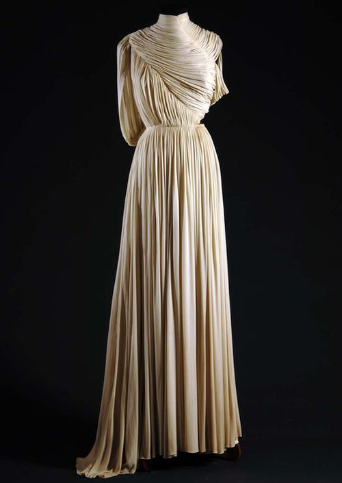 Delicate Design Couture: Knitwear Designer: 20th Century Fashion Research