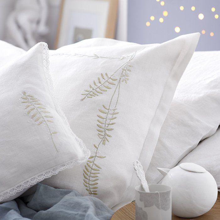 17 meilleures id es propos de taies d 39 oreillers brod es. Black Bedroom Furniture Sets. Home Design Ideas