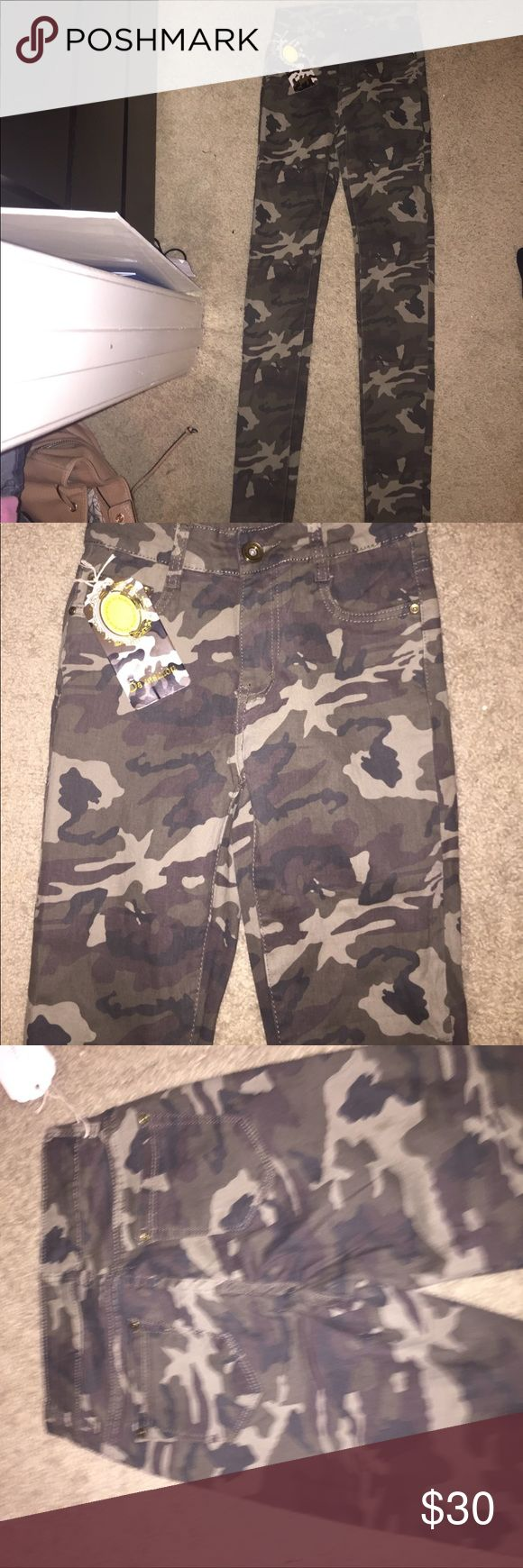 mid rise cami jeans camouflage jeans (negotiable price) Jeans Skinny