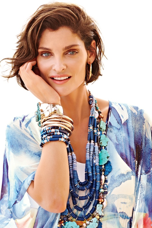 How to accessorize a printed shirt effectively! #accessoriescourse | 40plusstylecourses.com