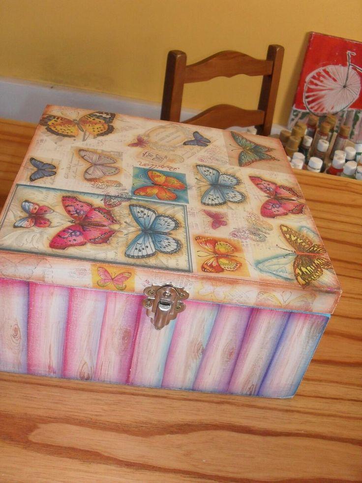 caja Con Mariposas y sellos