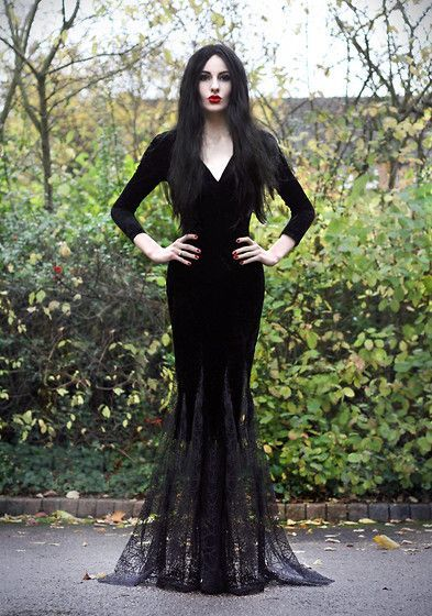 Ideas & Accessories for your DIY Morticia Addams Halloween Costume Idea