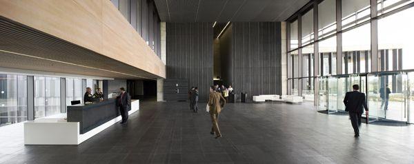 Nueva sede social de la Caja de Ahorros de Badajoz, diseñada por Estudio Lamela.