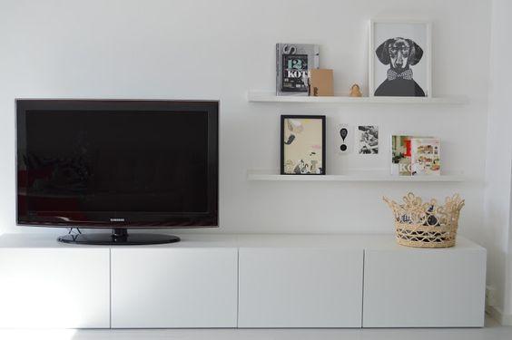 Mueble salón besta blanco | Decoración: 15 composiciones de muebles TV con la serie Besta de Ikea | Blog F de Fifi: manualidades, imprimibles y decoración | Ideas Armarios besta para el salón | Ikea Hack | Tubear muebles Ikea | Propuestas decorativas con los muebles Besta | Sistema de organización versatil para salón.