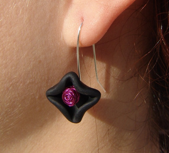 christmas star, sterling silver wire earrings binded with polymer clay beads and coper wire , black, magenta,under 25
