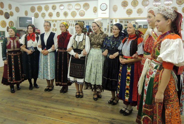 Kalotaszegi női viselet bemutató   Folkfőiskola