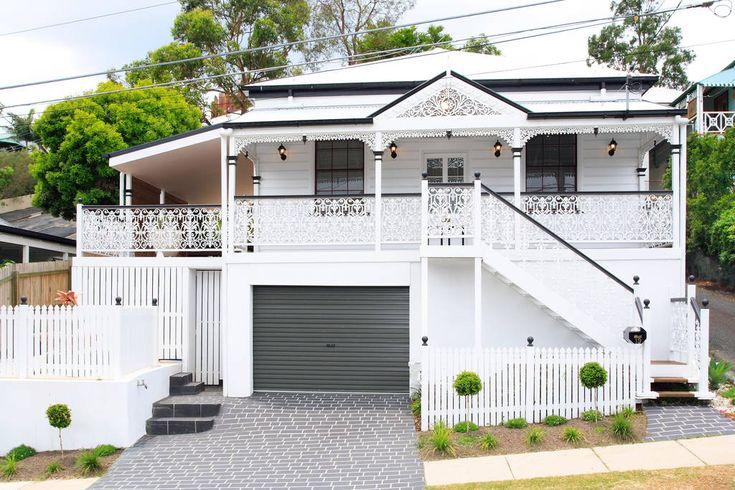 House in Paddington, Australia. Conveniently located in a quiet street within walking distance to the centre of Brisbane CBD and also Suncorp Stadium. This 1880s Queensland colonial cottage has been transformed to provide contemporary comfort with an element of al fresco living.... - Get $25 credit with Airbnb if you sign up with this link http://www.airbnb.com/c/groberts22